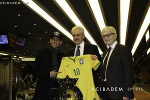 Futbollisti I njohur Brazilian, Neymar viziton Qendrën Sportive Mjeksore Acibadem